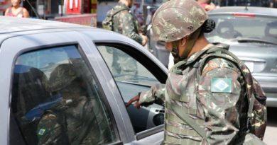 Intervenção federal pretende trazer criminalidade no Rio a 'patamares suportáveis', diz porta-voz do Exército