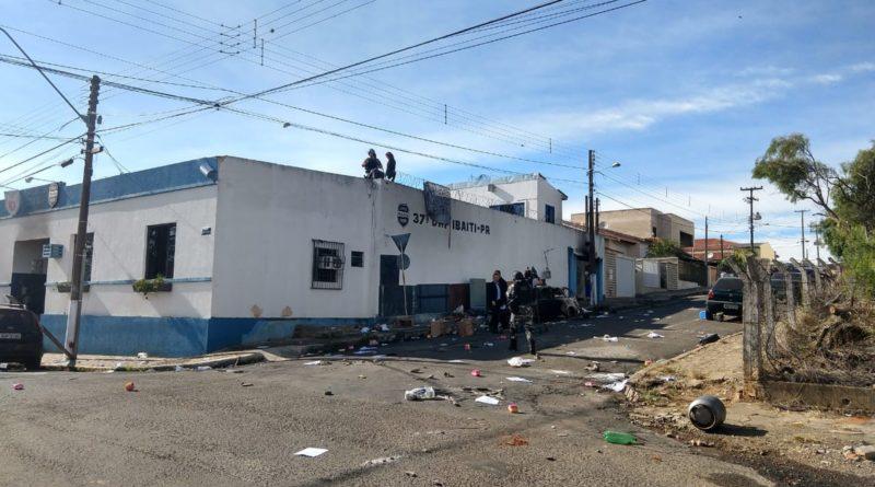 Presos liberam refém e terminam rebelião na cadeia de Ibaiti após 12 horas, diz polícia